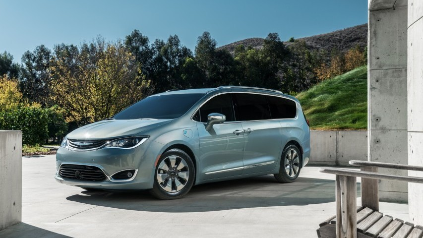 The All New 2017 Chrysler Pacifica Minivan Has Earned A Highway Cycle Fuel Economy Rating Of 28 Miles Per Gallon Mpg From U S Environmental