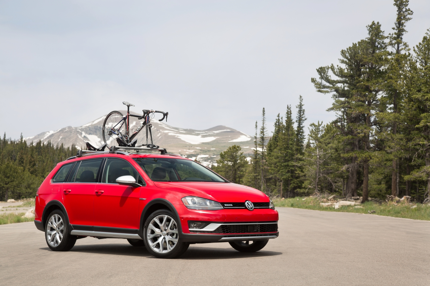 The 2017 Volkswagen Golf Alltrack Follows A Simple Formula Used By Subaru Volvo And Even Amc S Eagle If You Want To Go Back That Far