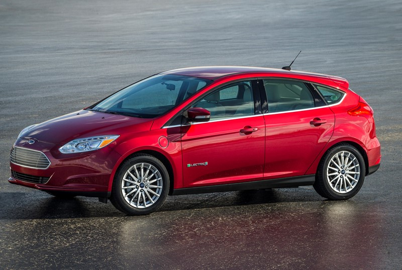 ford reveals all-new focus sedan | motorweek