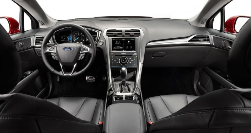 A Plug In Hybrid Fusion Energi Will Follow After The First Of Year All Models Are Well Equipped With Wearing Se Trim Both Sync And